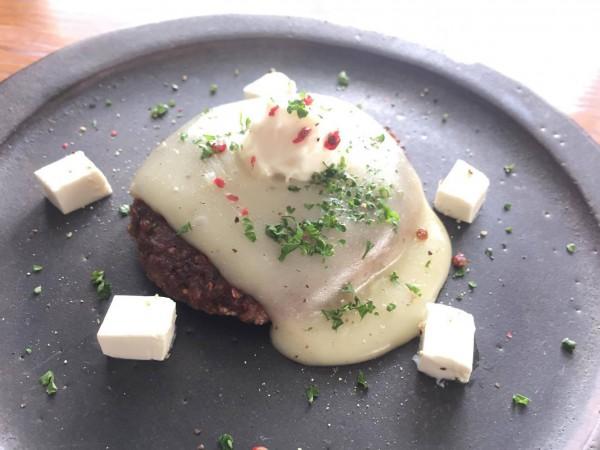 ビーガンチーズフォンデュハンバーグ